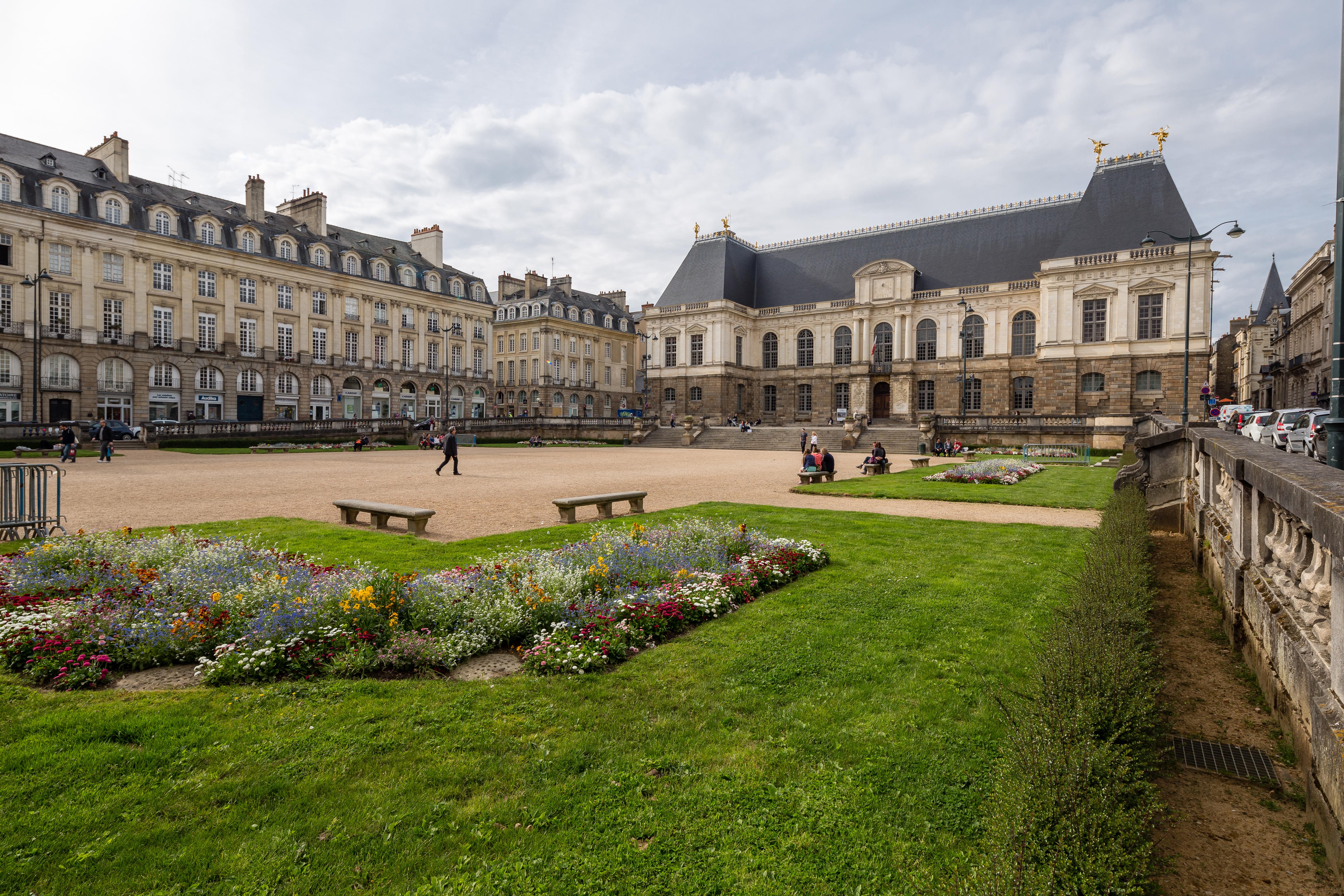 Vue sud-est de la place du parlement de Bretagne, Rennes, France